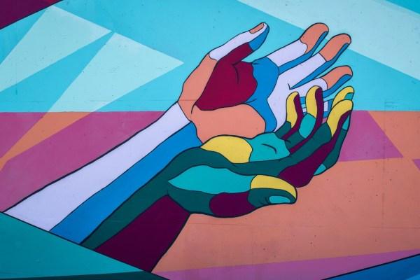 כפות ידיים צבעוניות